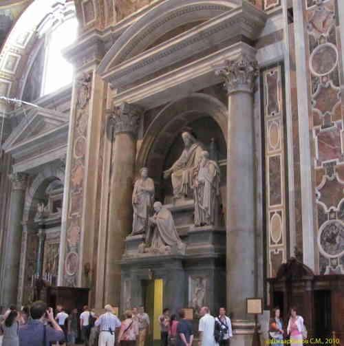 Вид внутри собора Святого Петра (Рим)