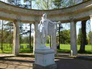 Павловский парк. Колоннада Аполлона