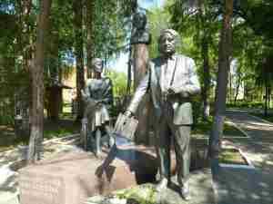 Памятник семье Гумилевых. Бежецк