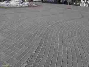 Место на площади Ливов, где текла река, давшая название Риге (Рига)