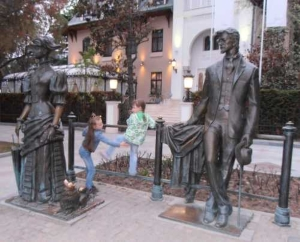 Ялта. Антон Чехов и дама с собачкой