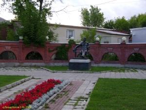 Памятник Чехову А.П. в Серпухове