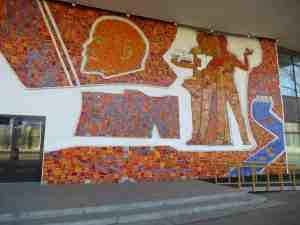 Мозаика на здании Дворца пионеров (Москва)