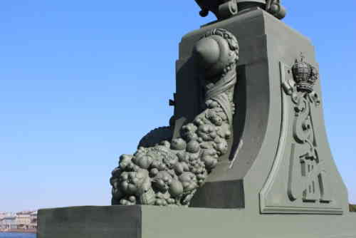 Рог изобилия на Троицком мосту (Санкт-Петербург)