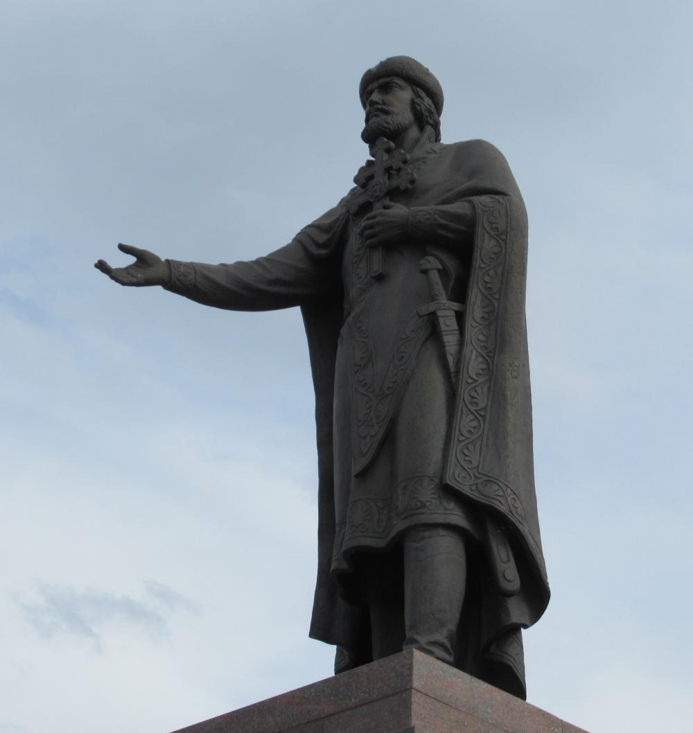 фото памятника князю владимиру в смоленске