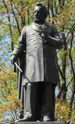 Памятник М.И. Глинке (Смоленск)