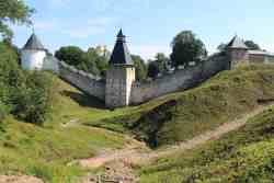 Печоры. Псково-Печерский Свято-Успенский мужской монастырь. Тайловская, Башня «Верхних решеток» и Тарарыгина башня