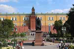 Памятник патриарху Гермогену. Александровский сад (Москва)