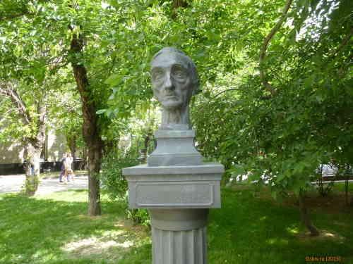 Москва. Памятник писателю И. С. Шмелёву