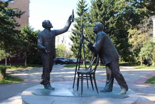 Калуга. Памятник К.Э. ЦИОЛКОВСКОМУ И С.П. КОРОЛЕВУ «СВЯЗЬ ВРЕМЕН»