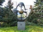 Москва. Институт биоорганической химии. Скульптура Валиномицин