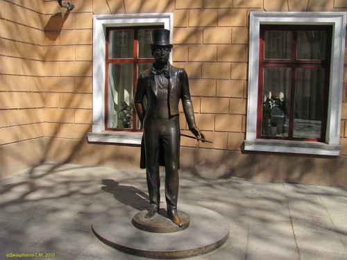 Памятник А.С. Пушкину у музея (Одесса)