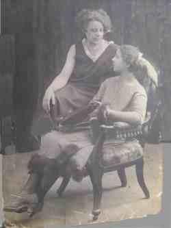 Клавдия Рыбина (справа) и ее сестра Лидия