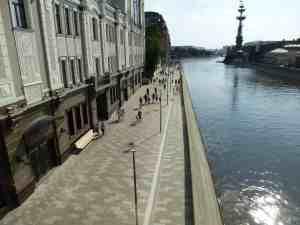 Якиманская набережная (вид с Патриаршего моста) (Москва)