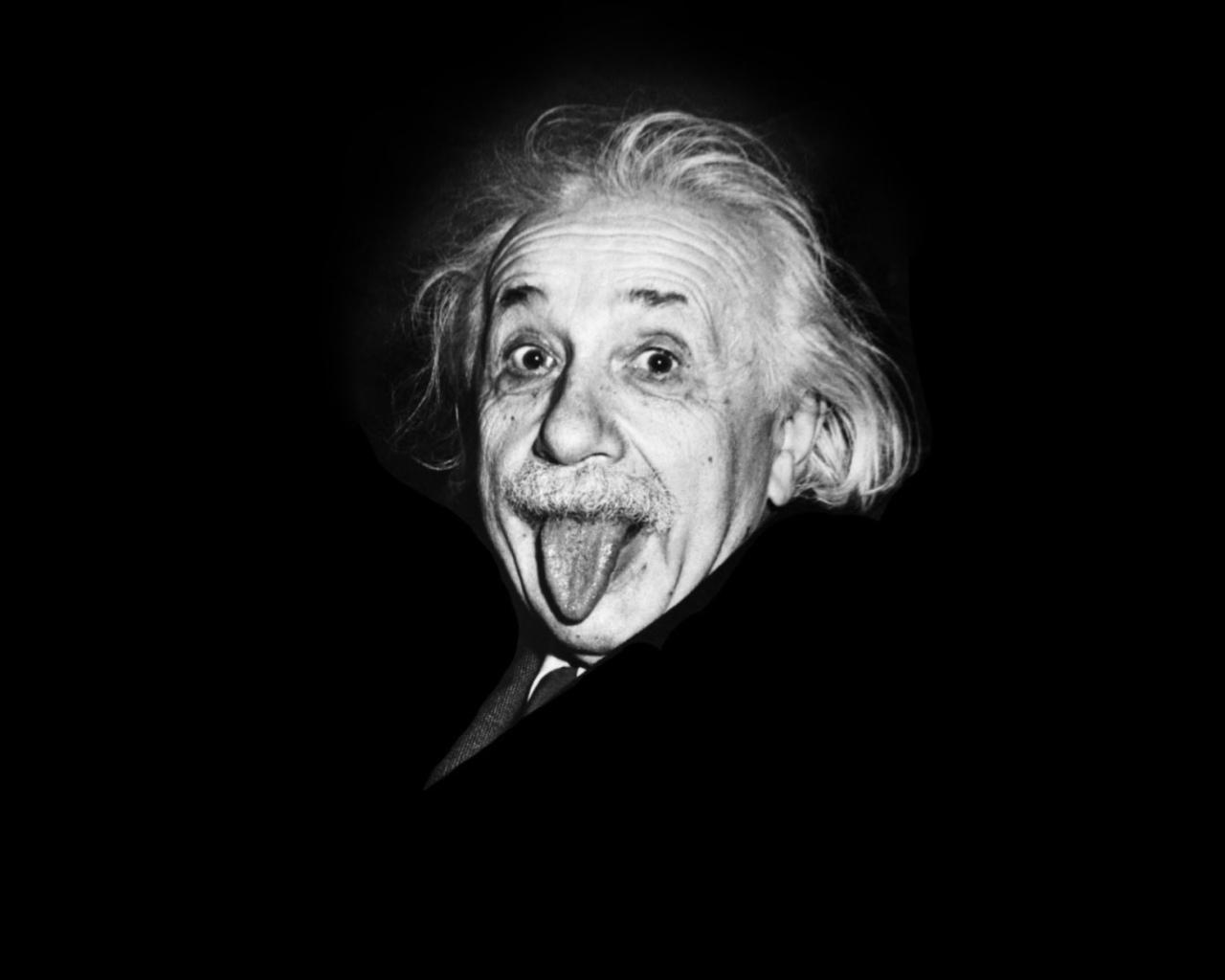 Альберт Эйнштейн с языком