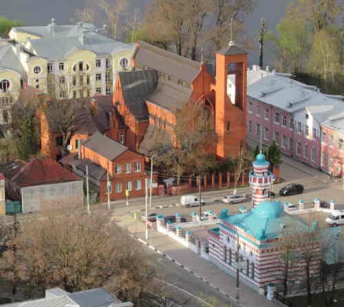 Вид на Мечеть и Католическую церковь со смотровой площадки (Тверь)