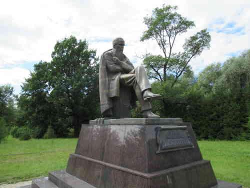 Памятник Фёдору Достоевскому (Старая Русса)
