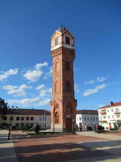Водонапорная башня. Стелла у входа. Старая Русса (курорт) (Старая Русса)