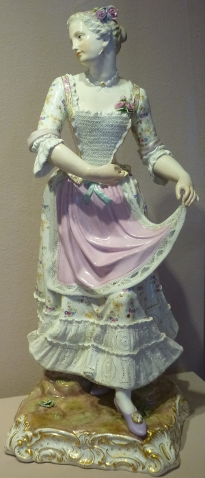 Ярославль. Музей зарубежного искусства. Фигура Танцующая дама. Германия. Мейсенская фарфоровая мануфактура, последняя треть 19 века.