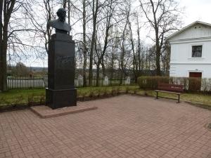 Ярославль. Карабиха. Памятник Н.А. Некрасову