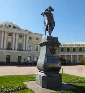 Павловский дворец. Памятник Павлу I