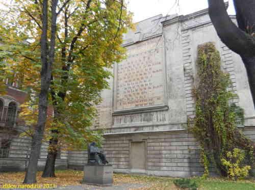 Санкт-Петербург. Памятник Д.И. Менделееву у Технологического института