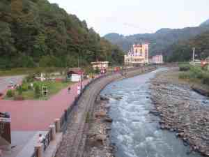 Набережная реки Мзымта (Роза Хутор)