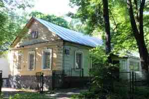 Одноэтажный жилой флигель. Усадьба Узкое (Москва)