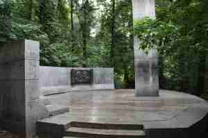Памятная стела А.И. Герцену и Н.П. Огарёву. Воробьевы горы (Москва)