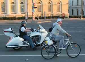 И какой же русский не любит быстрой езды?