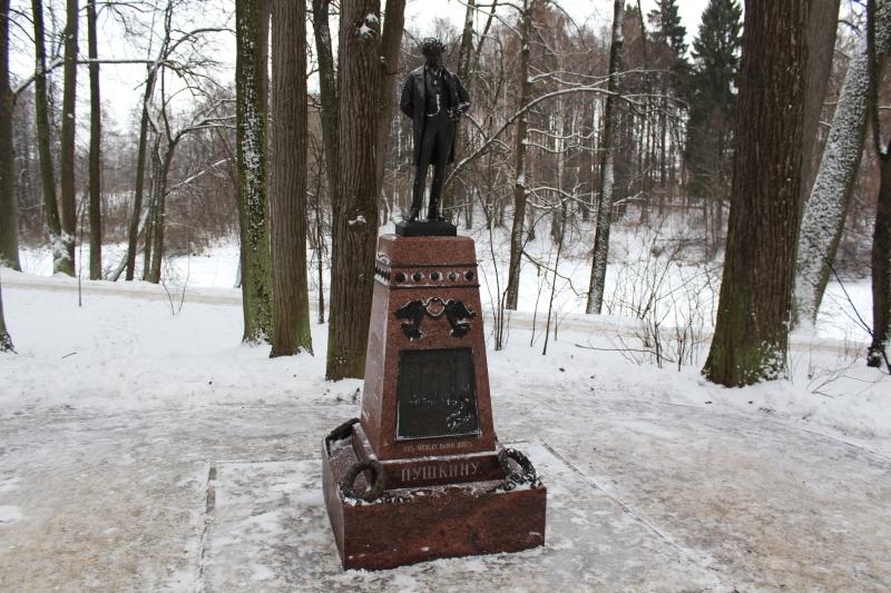 Усадьба Остафьево. Памятник