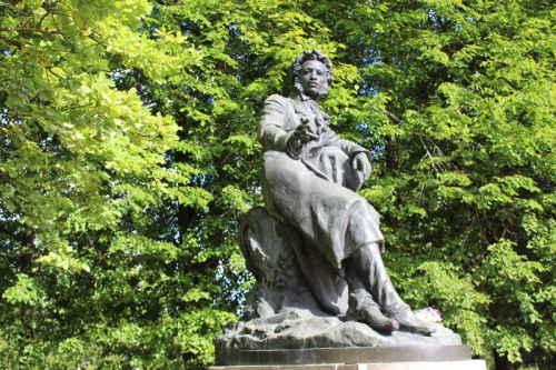 Пушкинские горы. Памятник Пушкину А.С., 1959 г, работы Белашова и Холмянского.