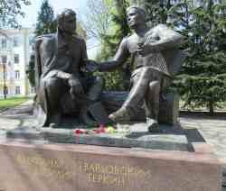 Памятник Александру Твардовскому и Василию Тёркину (Смоленск)