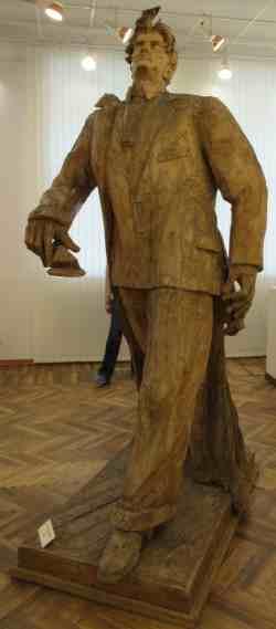 Маяковский В.В., 1956 г., дерево. Музей скульптуры С.Т. Коненкова (Смоленск)