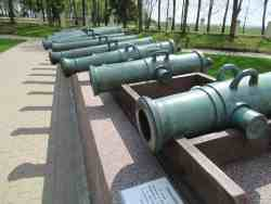 Трофейные французские пушки у здания музея. Бородинское поле