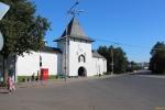 Псков. Псковский кремль. Рыбницкая башня и Святые ворота