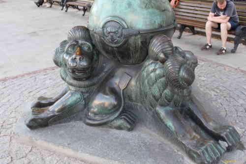 Гоголевский бульвар. Основание фонарей у памятника Гоголю Н.В.