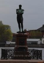 Санкт-Петербург. Набережная Лейтенанта Шмидта. Памятник адмиралу И. Ф. Крузенштерну