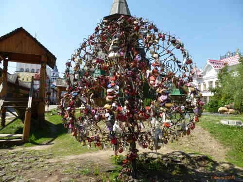 Кремль в Измайлово. Дерево влюбленных