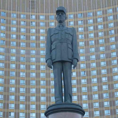 Москва, памятник Шарлю де Голю