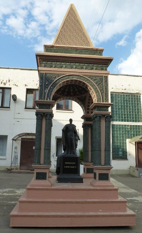 Москва, Памятник Александру II в Кремле