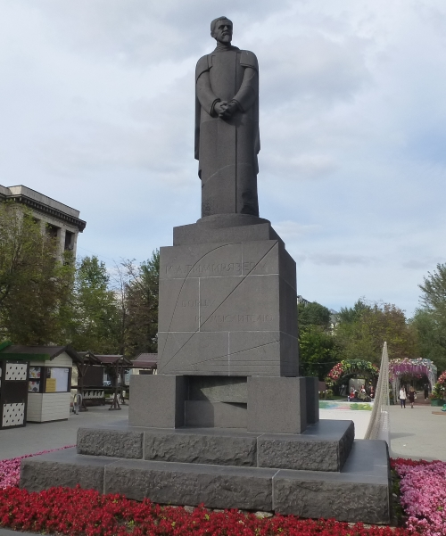 Какие памятники элитные находятся в твери памятники в москве с названиями цвета