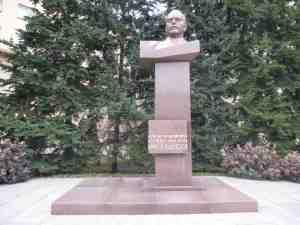 Памятник-бюст Н. М. Швернику. Дворец Труда Профсоюзов (Москва)