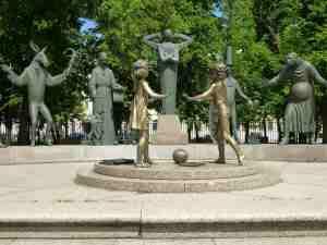 Дети — жертвы пороков взрослых, Скульптурная композиция М. М. Шемякина (Москва)