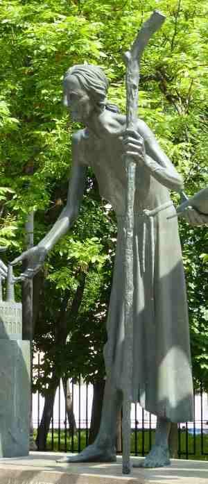 Нищета. Дети — жертвы пороков взрослых, Скульптурная композиция М. М. Шемякина (Москва)