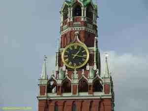 Кремлевские куранты на Спасской башне Московского Кремля
